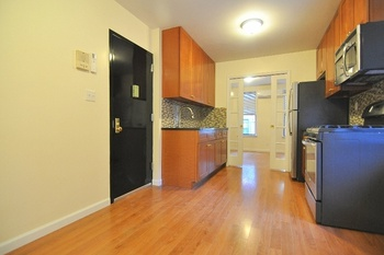 NO FEE & One Month Free! Gut Renovated 1 BD apartment in the heart of Upper East Side!